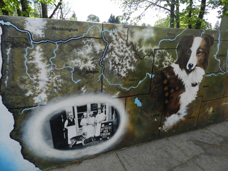 Photo Credit: The Silvertonian http://www.silvertonian.com/bobby-the-wonder-dog-mural/
